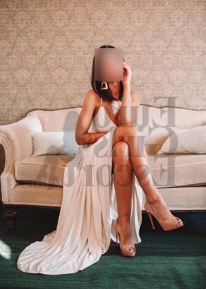 Chahinesse happy ending massage in Monroe Washington