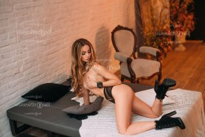 Johana tantra massage in Urbana
